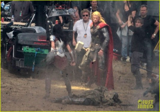 chris-hemsworth-jaimie-alexander-thor-2-the-dark-world-600x418