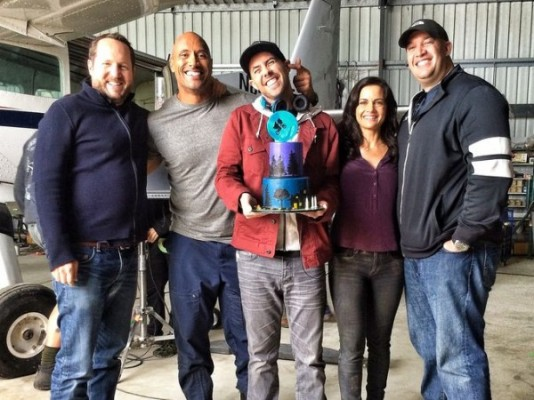 san-andreas-dwayne-johnson-brad-peyton-set-photo-600x450