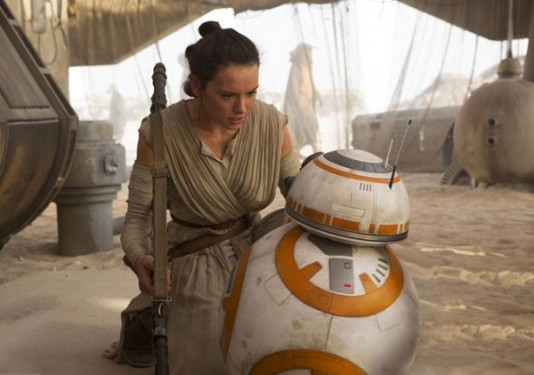 star-wars-the-force-awakens-daisy-ridley-bb-8-600x422