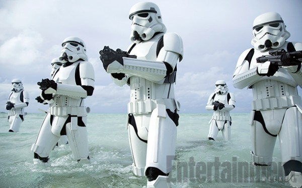 rogue-one-a-star-wars-story-stormtroopers-beach-1-600x373