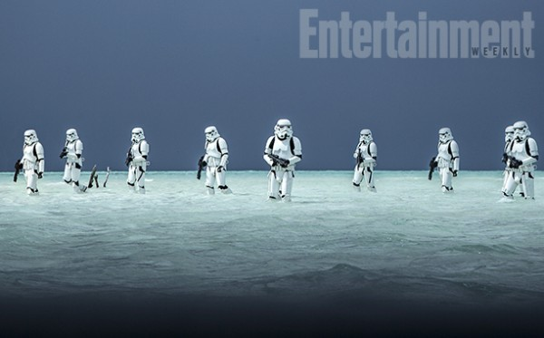 rogue-one-a-star-wars-story-stormtroopers-beach-600x373