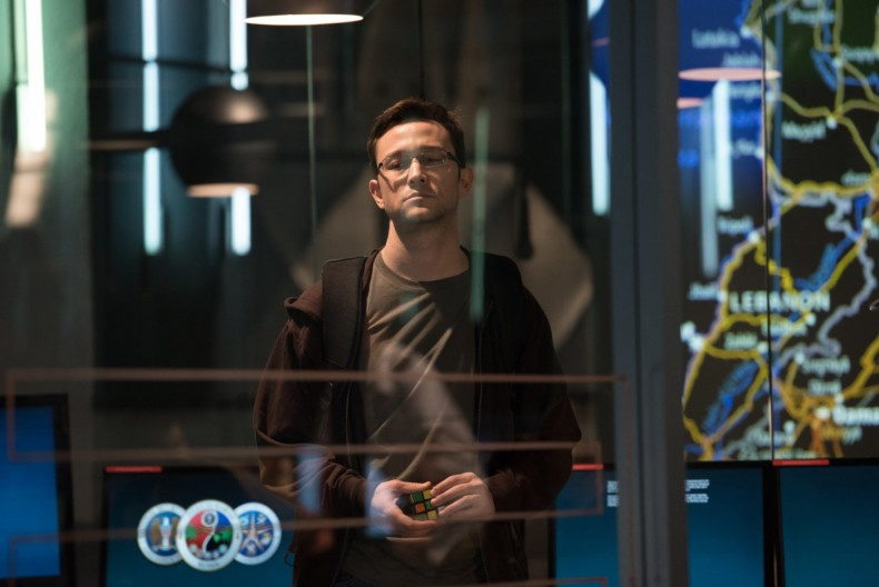 snowden-review-img01-20160930