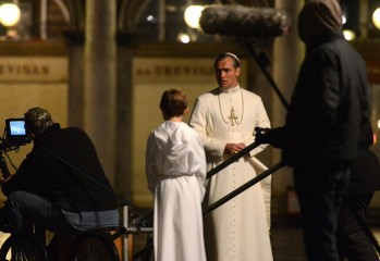 the-young-pope-img00-20160410
