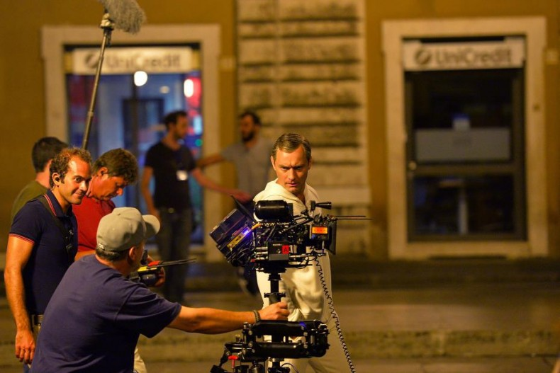 jude-law-sul-set-di-the-young-pope