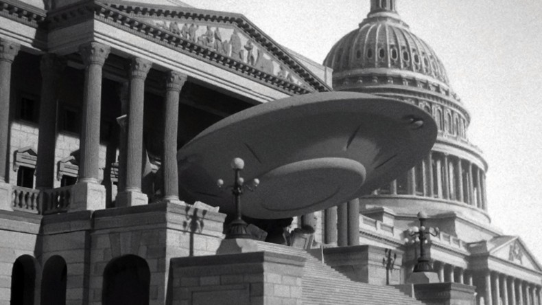 "Кадър от ""Earth vs. the Flying Saucers"" (1956)"