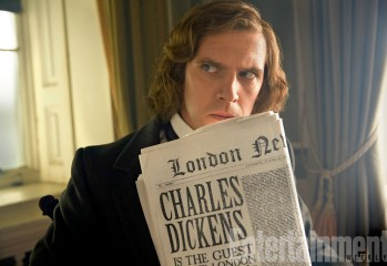 THE MAN WHO INVENTED CHRISTMAS (2017) Dan Stevens as Charles Dickens