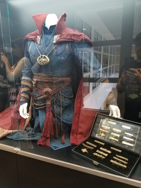 doctor-strange-costume-marvel-studio-tour-1-450x600