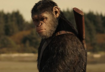 War-for-the-Planet-of-the-Apes-beach-ceasar-on-horseback