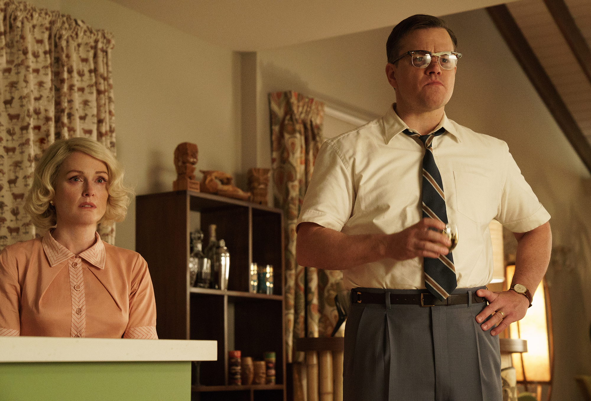 Left-to-right-Julianne-Moore-as-Margaret-and-Matt-Damon-as-Gardner-in-SUBURBICON-from-Paramount-Pictures-and-Black-Bear-Pictures.