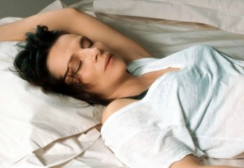 bright-sunshine-in-2017-001-juliette-binoche-lying-on-bed