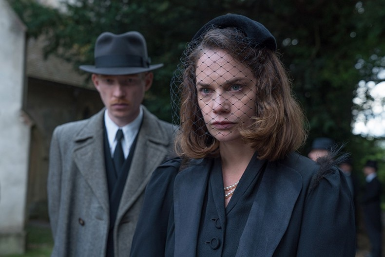 the-little-stranger-ruth-wilson-domhnall-gleeson