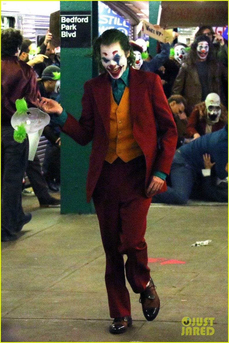joaquin-phoenix-transforms-into-the-joker-filming-riot-scene-02