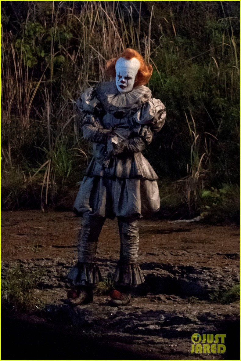 bill-skarsgard-gets-into-character-as-pennywise-on-it-2-set-04