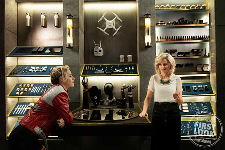 Kristen Stewart and Elizabeth Banks in Charlie's Angels.