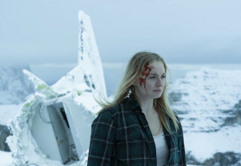 survive-sophie-turner-20200324