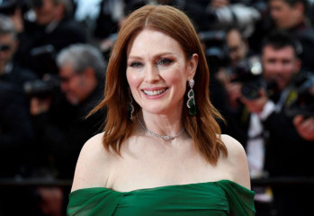 julianne-moore-20200411